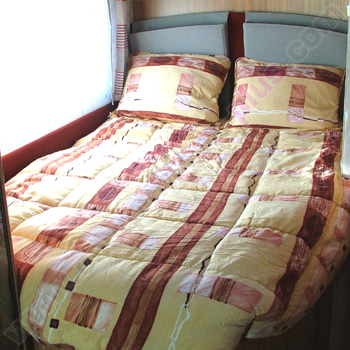 couchage lit tout fait lit tout fait 160x210 ethnique pour votre camping car ou caravane. Black Bedroom Furniture Sets. Home Design Ideas